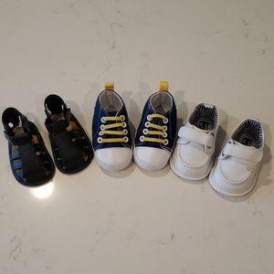Bundle of infant shoes